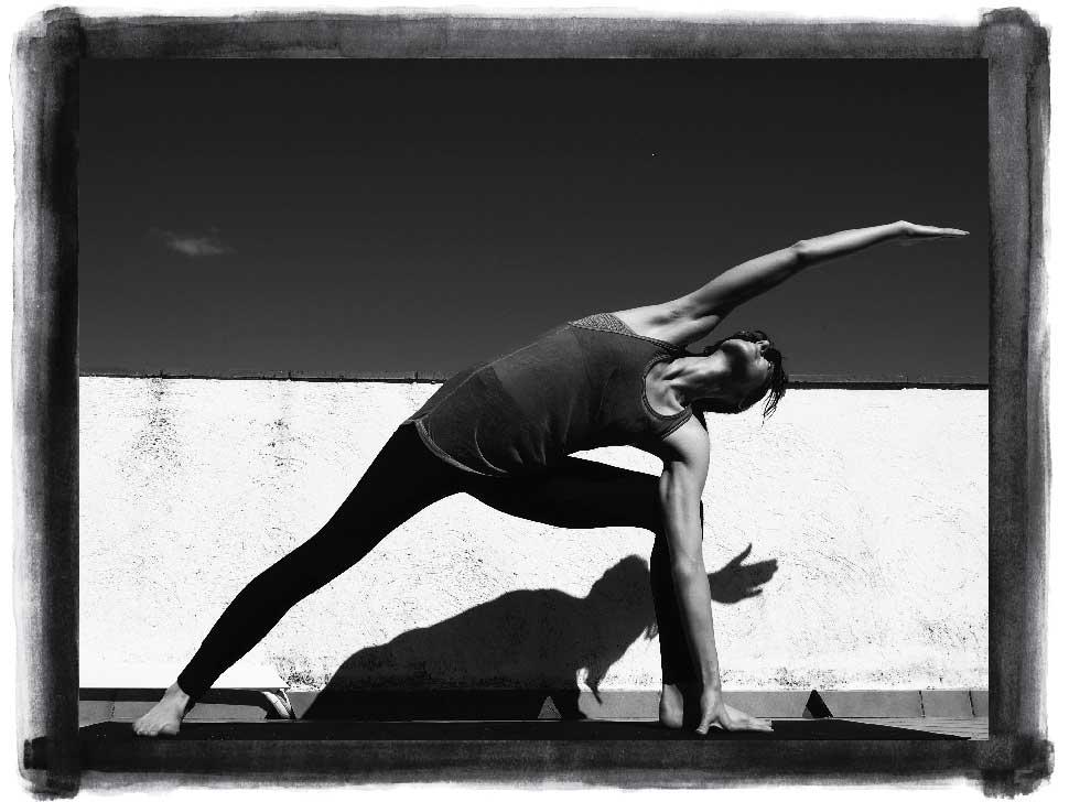 Kate Mawby yoga pose Utthita Parshvakonasana (extended side angle)