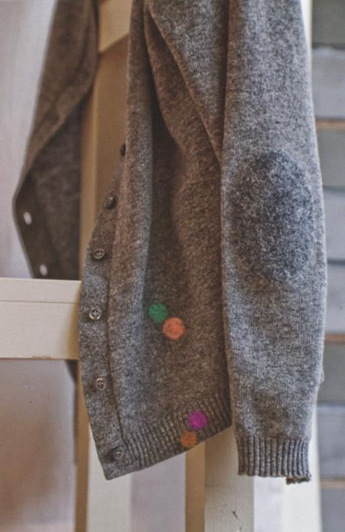 Woolfiller - mending holes in woollen garments